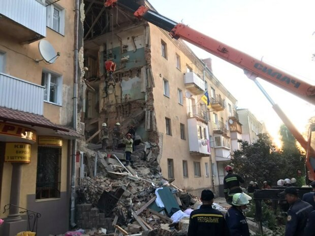 Трагедия в Дрогобыче унесла 8 жизней: поиски виновных могут затянуться, коммунальщикам надели наручники