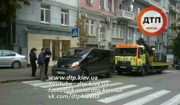 """Героя парковки"" видворили з центру Києва"