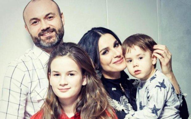 Ефросинина с семьей поздравили украинцев с Днем Флага: трепетное фото