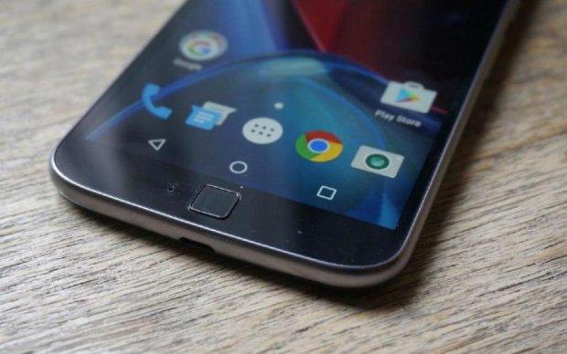 Motorola разрабатывает смартфон с огромным достоинством