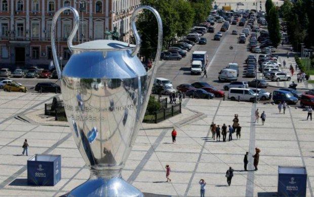 Гадюшник Ліги Чемпіонів: любителі остограмитися перетворили Київ на звалище
