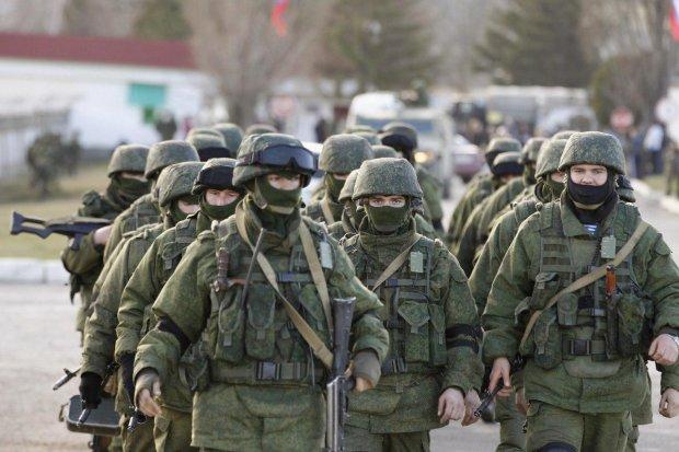 Грошей немає, але ви тримайтеся: як окупанти знищили Крим за 5 років