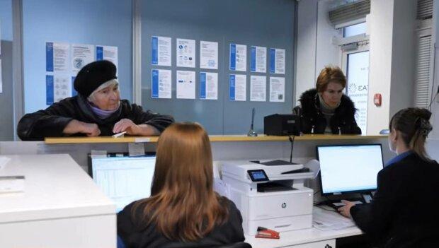 Пенсіонери, фото: скріншот з відео