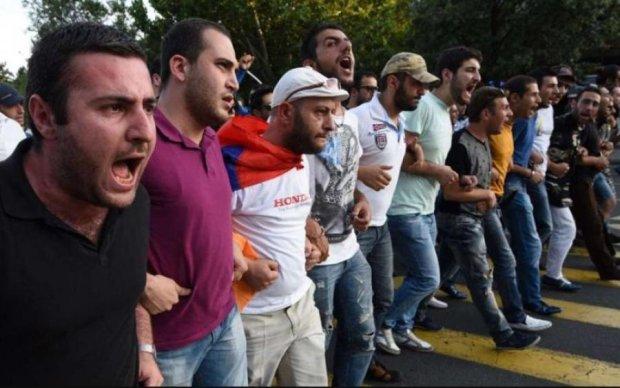 Пути назад нет: в Армении полиция пошла в наступление