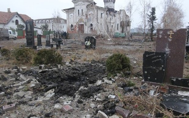 Боевики сравняли с землей кладбище возле Донецка