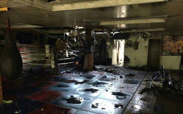 В Киеве на Гидропарке сожгли спортивный клуб