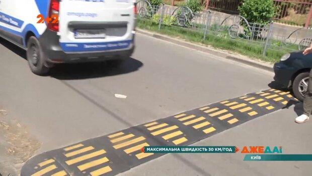 """Водителям пора """"притормозить"""": на киевских дорогах появился новый знак"""