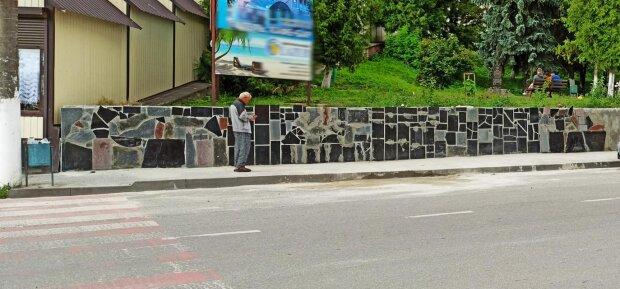 На Тернопільщині слуги Зеленського обклали місто могильними плитами і подумали, що красиво