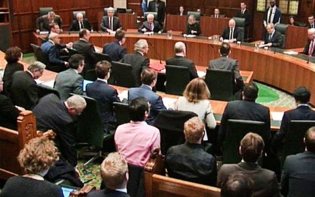 Лондонский суд заморозил дело о кредите Януковича
