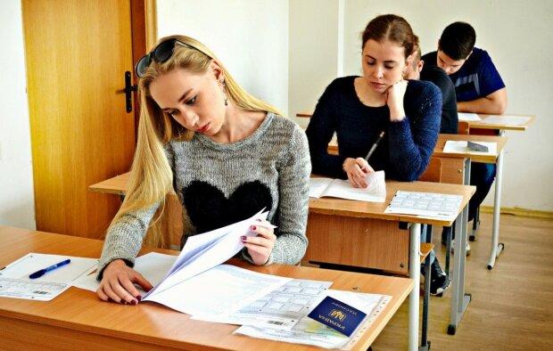 Випускники будуть здавати додатковий іспит, кому і чого побоюватися
