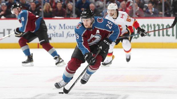 Две лучшие команды НХЛ сенсационно вылетели в плей-офф: впервые в истории