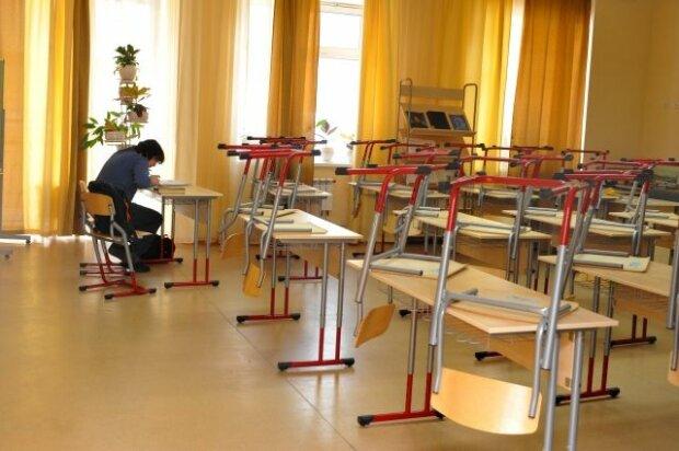 Українські школи терміново зачиняють на карантин: оголошено список областей
