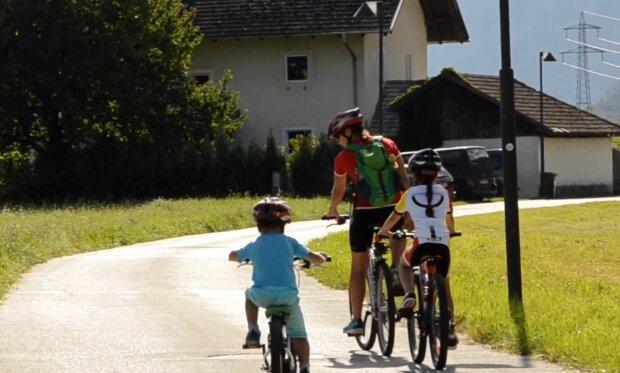 Велосипедисти, кадр з відео