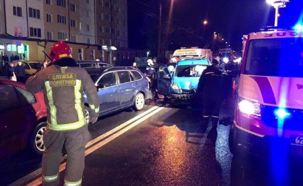 П'яний неадекват протаранив 5 автівок у центрі Франківська - постраждали діти