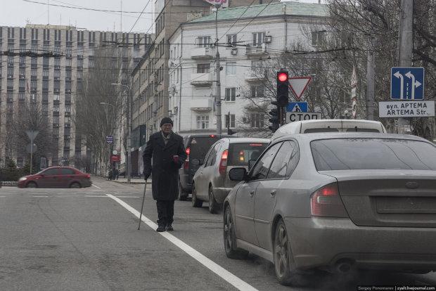 Послідки Захарченка продають захоплені в Донецьку квартири за копійки: фотофакт