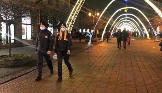 Поліцейські, фото: Facebook поліція Івано-Франківської області