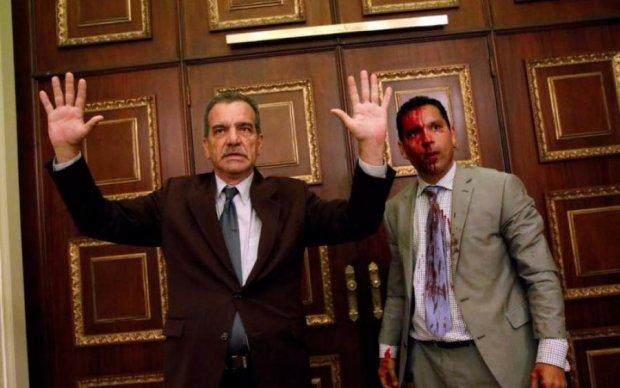 В парламенте Венесуэлы пролилась кровь