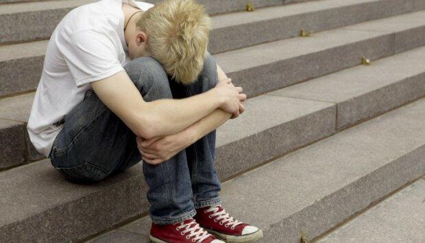 """Пограбував по-доброму: під Києвом підліток став жертвою """"милосердного"""" злочинця"""