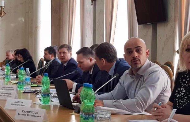 Украинцы имеют право знать правду! Шахов показал документы