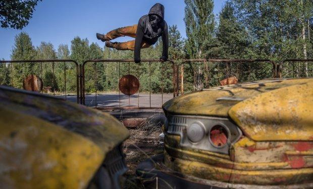 Имейте совесть: шоуранер из Чернобыля пристыдил голозадых любительниц селфи