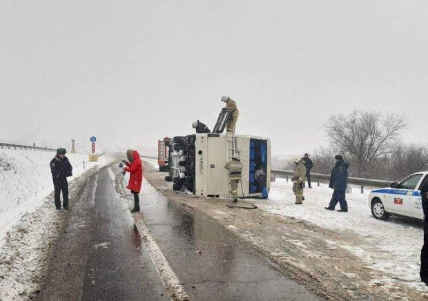 В Росії перекинувся автобус з українцями, фото: stopcor.org