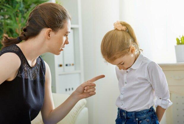 """""""Ми все для тебе робимо, а ти невдячний"""": психологи склали список фраз, які ламають психіку дитини"""
