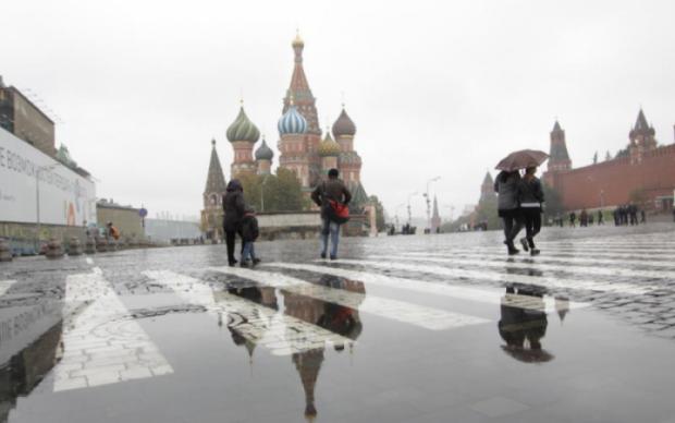 Мощный ураган свирепствует в Москве: есть жертвы, много пострадавших
