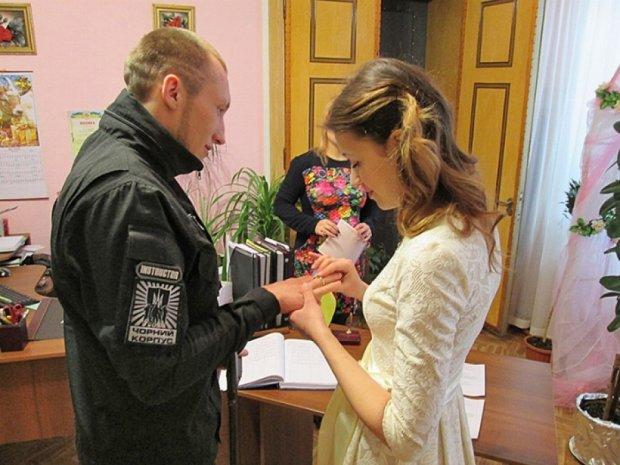 Одружився одноногий боєць «Азову»