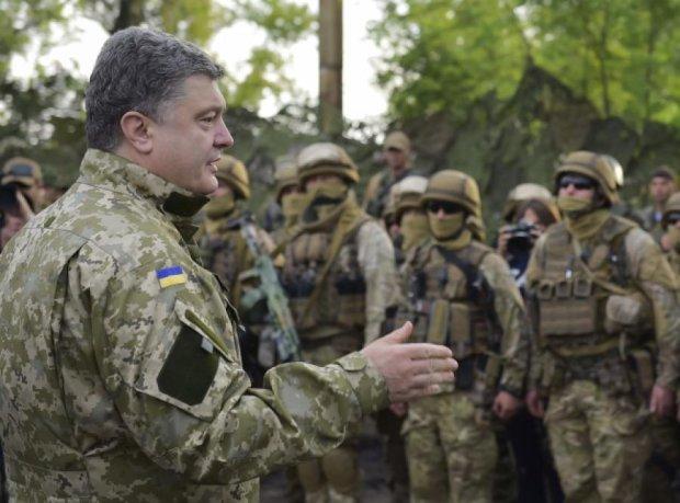 Украинские военные готовы дать отпор врагу - Порошенко