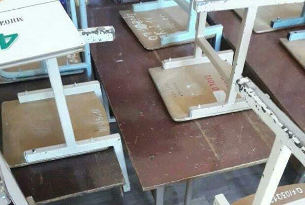 """Запорожских школьников загнали в """"сарай"""" вместо класса -""""Разбитые парты, ободранные стулья"""""""
