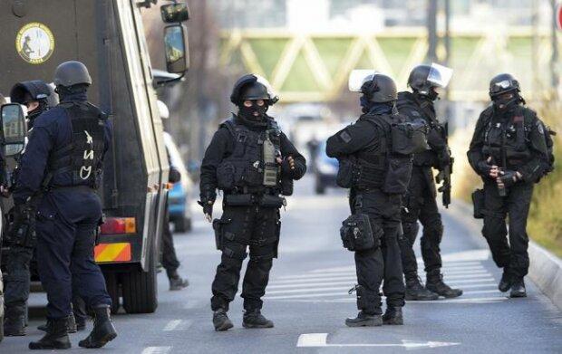 В столице полицейский застрелил двух коллег: причиной стали 2 тысячи