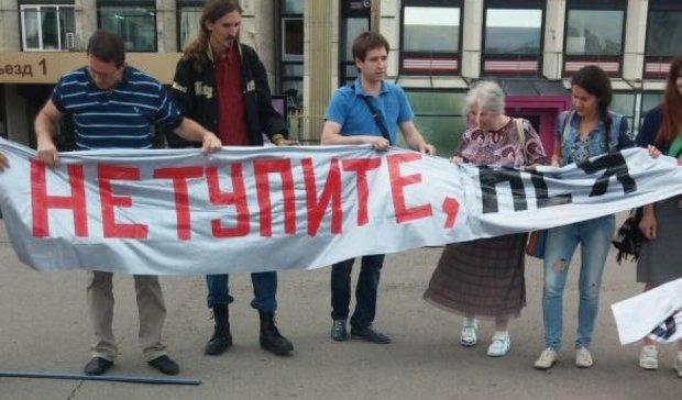 В Москве задержали активистов за ролик в поддержку Земфиры