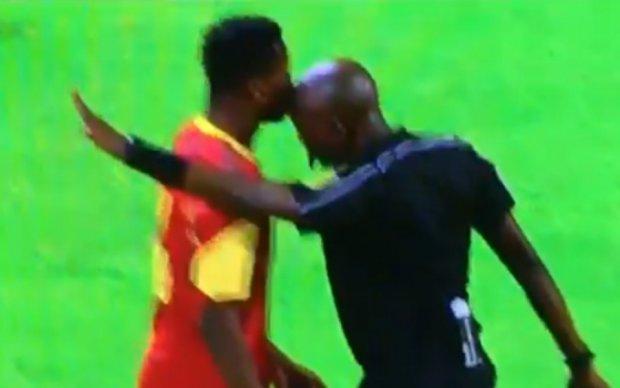 Африканский судья проверил на прочность челюсть футболиста