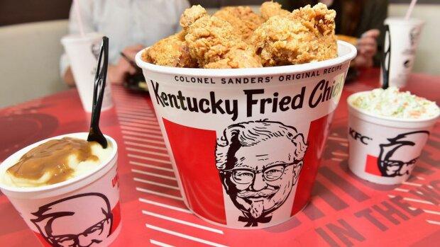 KFC перетворив популярне взуття Crocs на смажену курочку, апетитний ролик