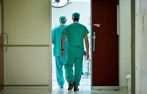Збиралися виписувати: у Бердянську пацієнт стрибнув з вікна