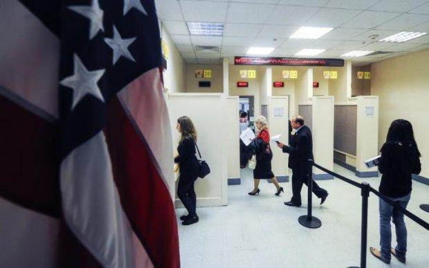 Россиянам прекратили выдавать американские визы