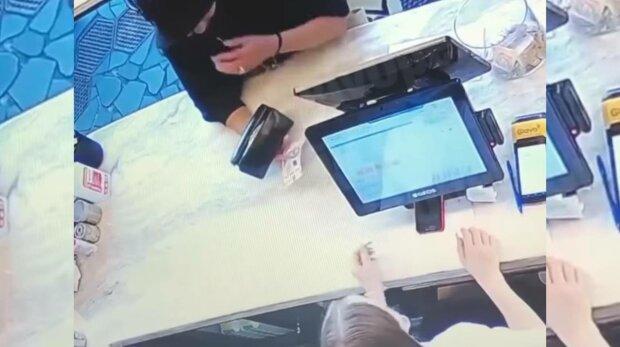 Аферисти, фото: скріншот з відео