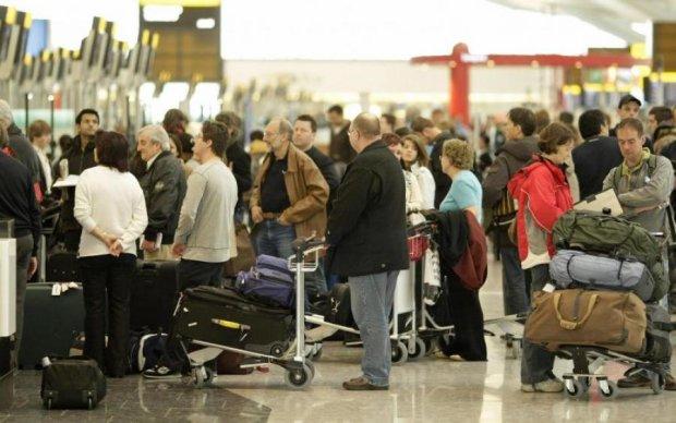 Чотири рази намагалися злетіти: українців хотіли відправити у рейс на несправному літаку