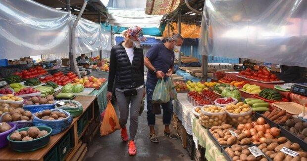 """Українських пенсіонерів змусять подавати декларації: """"За продаж на ринку"""""""