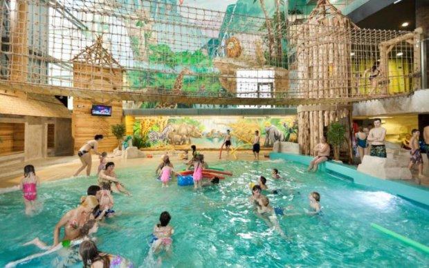 Смертельні розваги: стеля київського аквапарку ледь не поховала дитину живцем