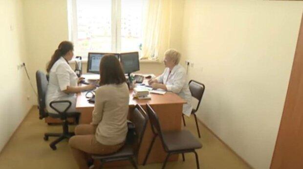 Лікарняні не скасують: українцям пообіцяли страхові виплати на карантині, хто може отримати допомогу