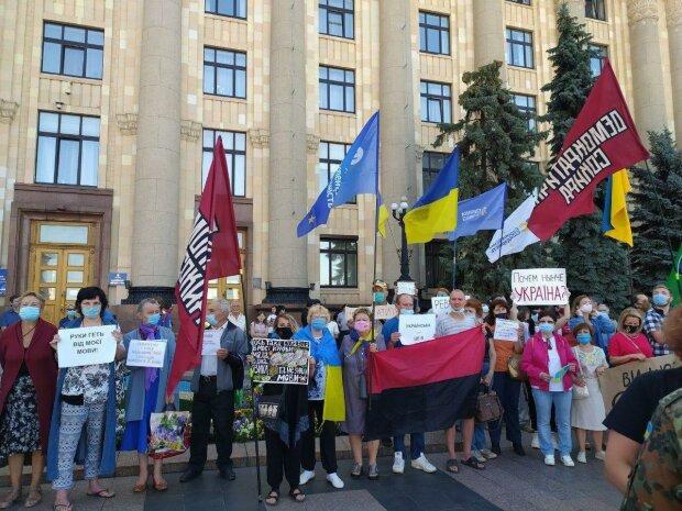"""Киевлянка посадила Порошенко в """"зеленую галошу"""""""