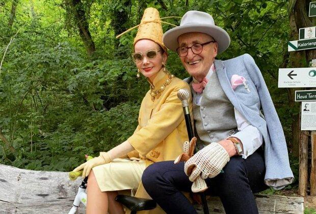 Пенсионеры показали разницу между Берлином и Киевом: одетые с иголочки старики гуляют по клубам