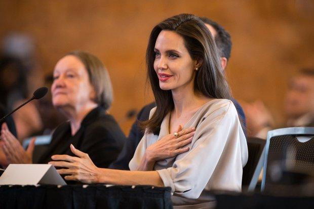 6 звезд, которые тратят миллионы на благотворительность: от Хабенского до Джоли