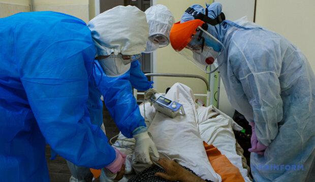 """Коронавірус паралізував буковинські лікарні: """"Тільки одне місце"""""""
