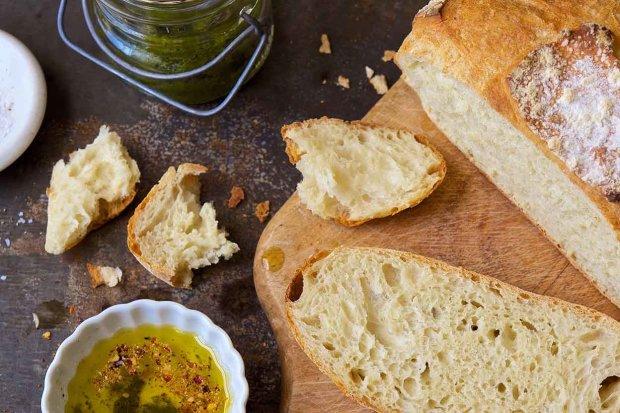 Простий рецепт домашнього білого хліба