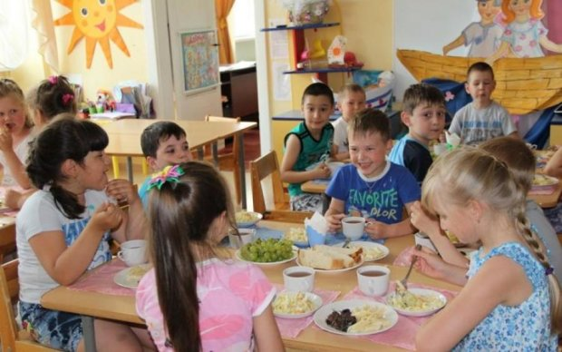 В украинском лагере детей морили голодом ради наживы