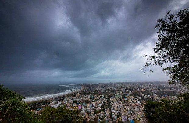 Мощный циклон уничтожает все на своем пути: 200 метров в секунду показали на видео