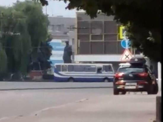 Автобус, захваченный луцким террористом, скриншот из видео