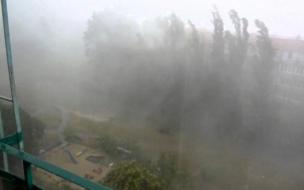 Киянам порадили посидіти вдома - суне шторм